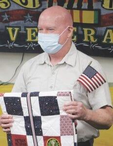Dave Croven, người từng là sư đoàn trưởng trong Quân đội Hoa Kỳ trong Chiến tranh Việt Nam, đã nhận được một chủ nghĩa anh hùng.
