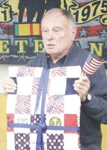 Al Hottari cuối cùng cũng nhận được chiếc cốc của mình;  Người lính Hoa Kỳ phục vụ tại Việt Nam.